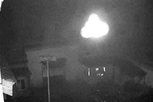 Nhà sư Trung Quốc phát hiện UFO hình dáng Phật gây xôn xao