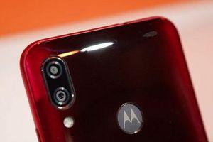 Motorola ra mắt smartphone chống nước, camera kép, giá hấp dẫn