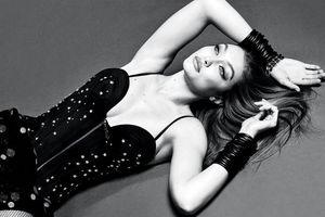 Thiên thần nội y Emily Ratajkowski mặc suit cách tân và bikini khoe trọn cơ bụng đẹp nghẹt thở