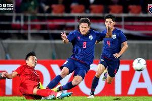 Fans 'tấn công' cầu thủ Thái Lan đánh Văn Hậu, đạp Ngọc Hải