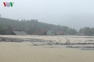 Quảng Bình nhiều nhà dân bị ngập, đường sá ách tắc sau mưa lũ
