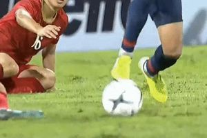 Trang cá nhân của cầu thủ Thái đá thô bạo với Hải Quế bị 'tấn công'