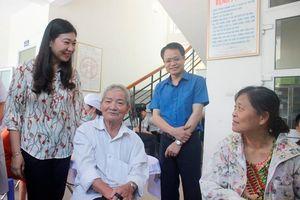 MTTQ TP Hà Nội tặng quà các gia đình bị ảnh hưởng vụ cháy Rạng Đông