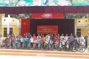 Tặng xe đạp cho học sinh dân tộc thiểu số ở Điện Biên
