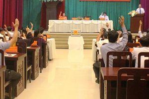 Miễn nhiệm cùng lúc Chủ tịch và Phó Chủ tịch UBND thành phố Huế