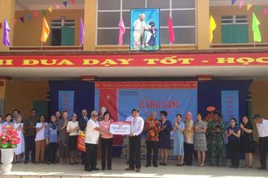 Đại sứ nhiều nước thăm trường nghèo ở Phú Thọ nhân ngày khai giảng