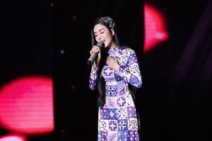 Ca sĩ 10 năm kinh nghiệm Hoàng Yến gây tranh cãi khi thể hiện giọng hát mộc