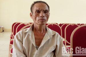 Bắc Giang: Bé trai 10 tuổi bị bác ruột chém đứt lìa bàn tay