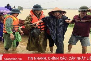 Hà Tĩnh: Niềm vui tới với các sản phụ chuyển dạ trong mưa lũ