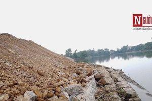 Sát thời hạn bàn giao, hàng chục mét kè đê sông Lương bất ngờ bị sạt lở