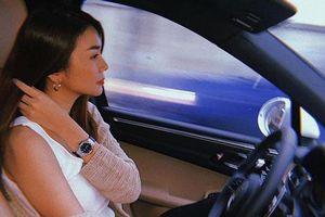Đăng ảnh ngồi trong xế hộp tiền tỷ cực sang chảnh nhưng siêu mẫu Thanh Hằng lại phạm một lỗi cực lớn khi lái xe