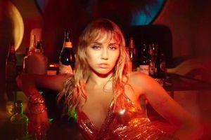 MV Slide Away: Những trải lòng sau tổn thương trong tình yêu của Miley Cyrus