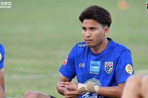 Đá thô bạo Quế Ngọc Hải, cầu thủ Thái Lan nhận gạch đá từ cổ động viên Việt