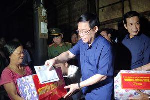 Phó Thủ tướng Vương Đình Huệ thăm hỏi nhân dân vùng lũ Quảng Bình