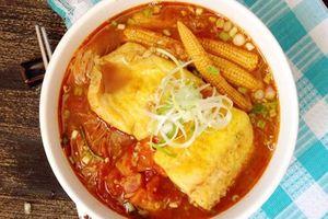 Cay cay bún cá Tom Yum kiểu Thái ai ăn cũng xuýt xoa