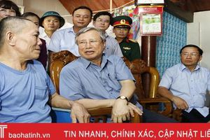 Đồng chí Trần Quốc Vượng kiểm tra công tác khắc phục hậu quả mưa lũ tại Hà Tĩnh