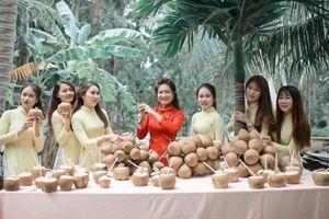 Về Bến Tre hỏi vợ 'bị' thách uống 100 quả dừa, cư dân mạng rần rần hỏi: Quê bạn có đặc sản gì thách cưới?