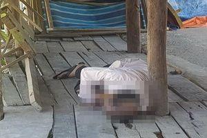 Người đàn ông tử vong trong quán nước bỏ hoang với con dao cắm trên ngực