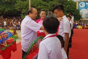 Thủ tướng dự Tết Trung thu với trẻ em nghèo tỉnh Quảng Nam