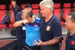 HLV Park Hang Seo bật khóc khi gặp lại thầy cũ Guus Hiddink