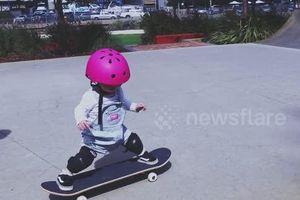 Vừa biết đi, bé một tuổi đã trượt ván chuyên nghiệp