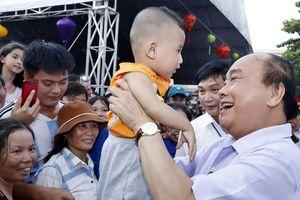 Thủ tướng Nguyễn Xuân Phúc, Phó Chủ tịch nước Đặng Thị Ngọc Thịnh vui hội Trung thu với thiếu niên nhi đồng Quảng Nam