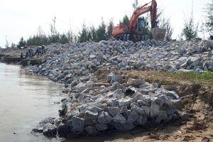 Khắc phục sự cố sạt lở đê biển xung yếu ở Hà Tĩnh