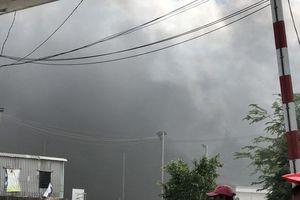An Giang: Cháy công ty sản xuất nệm, khói bốc cao mù trời