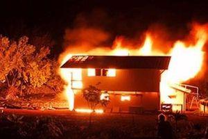 Kon Tum: Chồng cuồng ghen đổ xăng đốt vợ đang mang thai