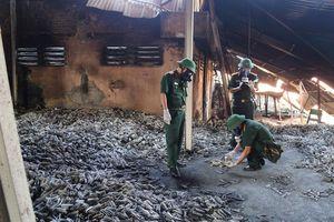 Vụ cháy công ty Rạng Đông: Lủng củng tiêu chuẩn, phức tạp tẩy độc