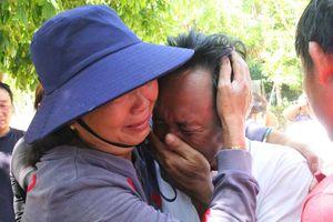 41 ngư dân vụ chìm tàu trên biển đoàn tụ gia đình trong nước mắt