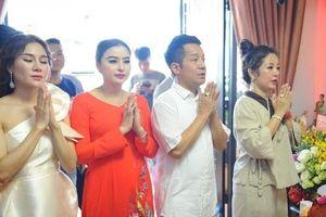 Nghệ sĩ Thanh Bạch, Minh Nhí dâng hương cúng Tổ nghề tại nhà Thúy Nga