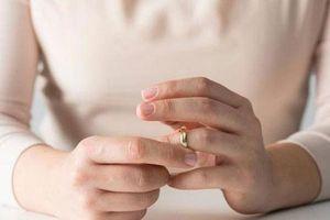 'Khó tin' vợ nằng nặc đòi ly dị vì chồng quá yêu chiều