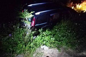 Nghệ An: Xe 7 chỗ lao xuống bên quốc lộ, 1 người chết 2 người bị thương