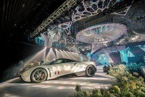 Đại gia Minh Nhựa lái chiếc xe trị giá 80 tỷ Huyra Pagani đưa con gái lên sân khấu trong tiệc cưới