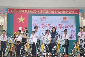 Phó Chủ tịch nước Đặng Thị Ngọc Thịnh vui Tết Trung thu cùng hơn 1.400 trẻ em