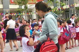 Cháy công ty Rạng Đông: 320 học sinh tiểu học Hạ Đình xin nghỉ học