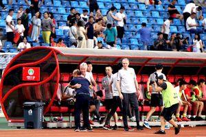 HLV Guus Hiddink nói gì khi bại dưới tay HLV Park Hang Seo?