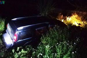 Xe 7 chỗ gặp nạn trong đêm khiến 3 người thương vong