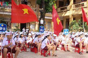 Hàng trăm trường khai giảng sau khi lũ rút tại Hà Tĩnh