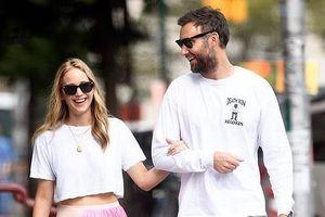 Jennifer Lawrence quấn quýt bên bạn trai trên phố