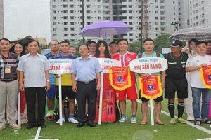 Sôi nổi giải bóng đá mini toàn ngành y tế Hà Nội