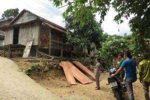 Sau tiếng la hét, chồng tử vong, vợ nằm bất động giữa nhà ở Kon Tum