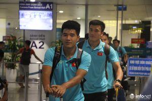U22 Việt Nam về tới sân bay Nội Bài lúc nửa đêm sau trận thắng trước U22 Trung Quốc