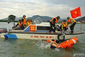Bộ đội Nghệ An tập huấn lái xuồng cao tốc, tìm kiếm cứu nạn