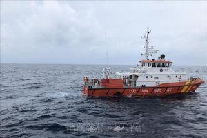 Cứu sống 2 thuyền viên bị suy kiệt, trôi dạt trên vùng biển Bến Tre