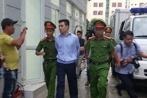 Những hình ảnh đầu tiên của bị cáo Nguyễn Trọng Trình tại phiên tòa xử vụ hiếp dâm bé gái trong vườn chuối