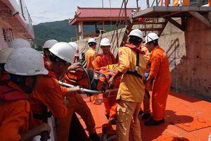 Cứu nạn thuyền viên người nước ngoài trên vùng biển Hoàng Sa của Việt Nam