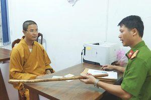 Vụ thầy chùa dùng gậy đập phá xe ô tô ở Buôn Ma Thuột