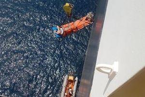 Tàu SAR 412 ra Hoàng Sa cứu nạn thuyền viên nước ngoài bị tai biến